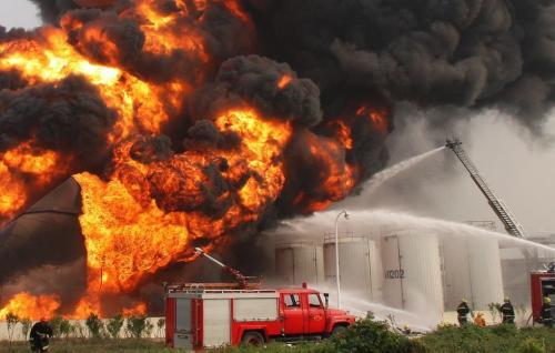 河南洛阳一化工企业发生爆炸 当地消防调集逾百人赴现场救援